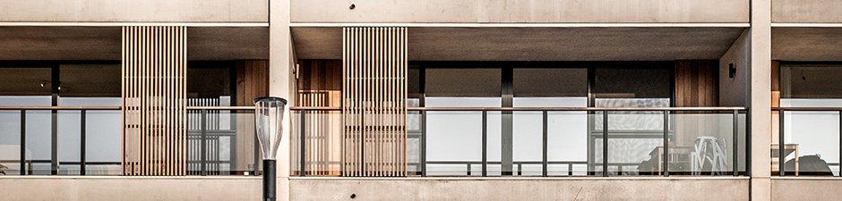 Balkon met glaswand